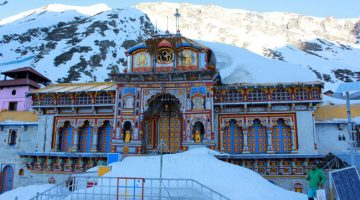 Badrinath Temple in winters